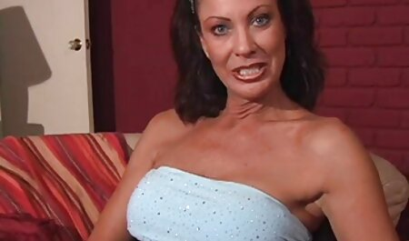 सुनहरे बालों वाली लड़की बाथटब सेक्सी एचडी मूवी में हस्तमैथुन करती है