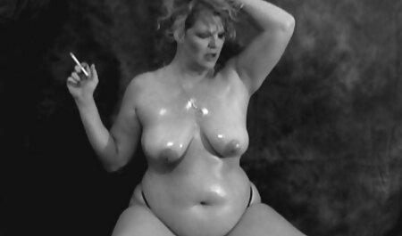 बिग boobed MiLF सेक्सी फिल्म फुल एचडी फिल्म फोन पर संघर्ष करता है